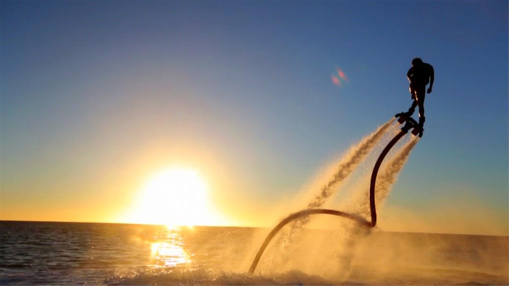 Flyboard é nova opção de lazer nas praias de João Pessoa e Cabedelo
